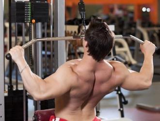 Тяги в блоке также являются основными упражнениями для укрепления спины и позвоночника