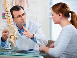 Какой врач лечит сколиоз?