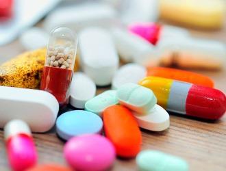 При появлении опухоли на спине, медикаменты могут использоваться в качестве симптоматического средства