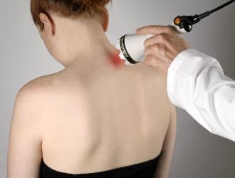 Лечение шейной невралгии может включать в себя физиотерапию