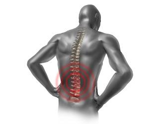 Прострелы в пояснице также относительно частые последствия зажатого нерва в позвоночнике