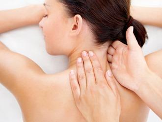 Физиопроцедуры и массаж в значительной мере помогают устранить боли в области шеи