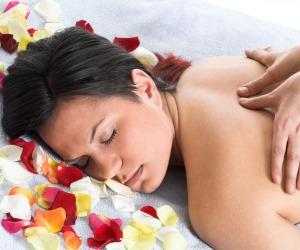При остеохондрозе грудного отдела применяют баночный, медовый и точечный массажи