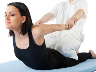 Упражнения для выравнивания позвоночника состоят обычно из трех блоков