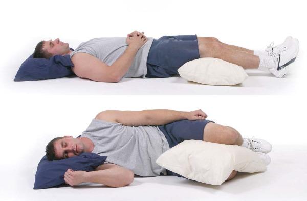 При шейной грыже для сна важно подложить валик под шею
