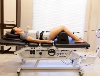 Так как при остеохондрозе пояснице часто возникают протрузии и грыжи позвоночника актуальным будет назначение вытяжение позвоночника