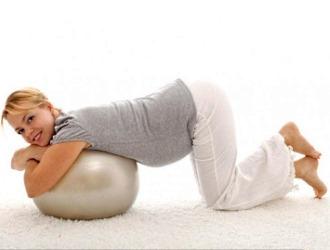 Обратите внимание на некоторые правила, которые помогут избежать болей в спине при беременности
