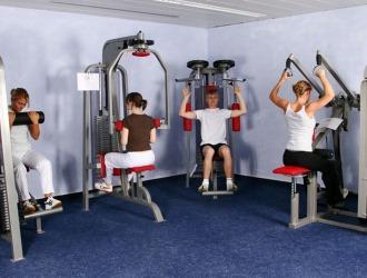 Реабилитация направлена на укрепление мышц спины и формирование правильной осанки