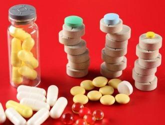 При болях в области лопаток применяют противовоспалительные препараты