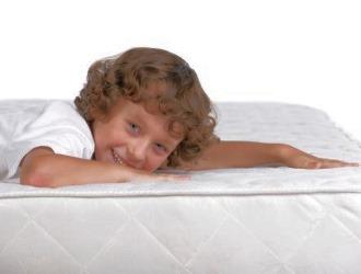 Для детей важно подобрать правильную ортопедическую мебель