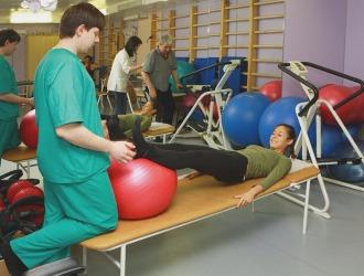 Ворую стадию искривления позвоночника можно вылечить с помощью упражнений ЛФК